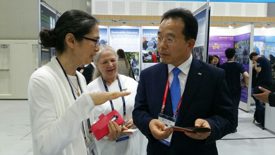 Director of Korea Tourism Corporation of the province visiting the BK booth